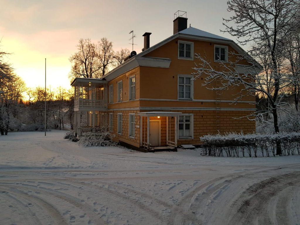 Bremerin talo Karkkilan Tehtaan hotelli, jossa oli hemmottelua ja omaa aikaa