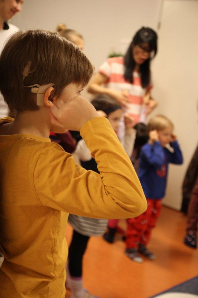 Lapsia leikkimässä CIsumusassa