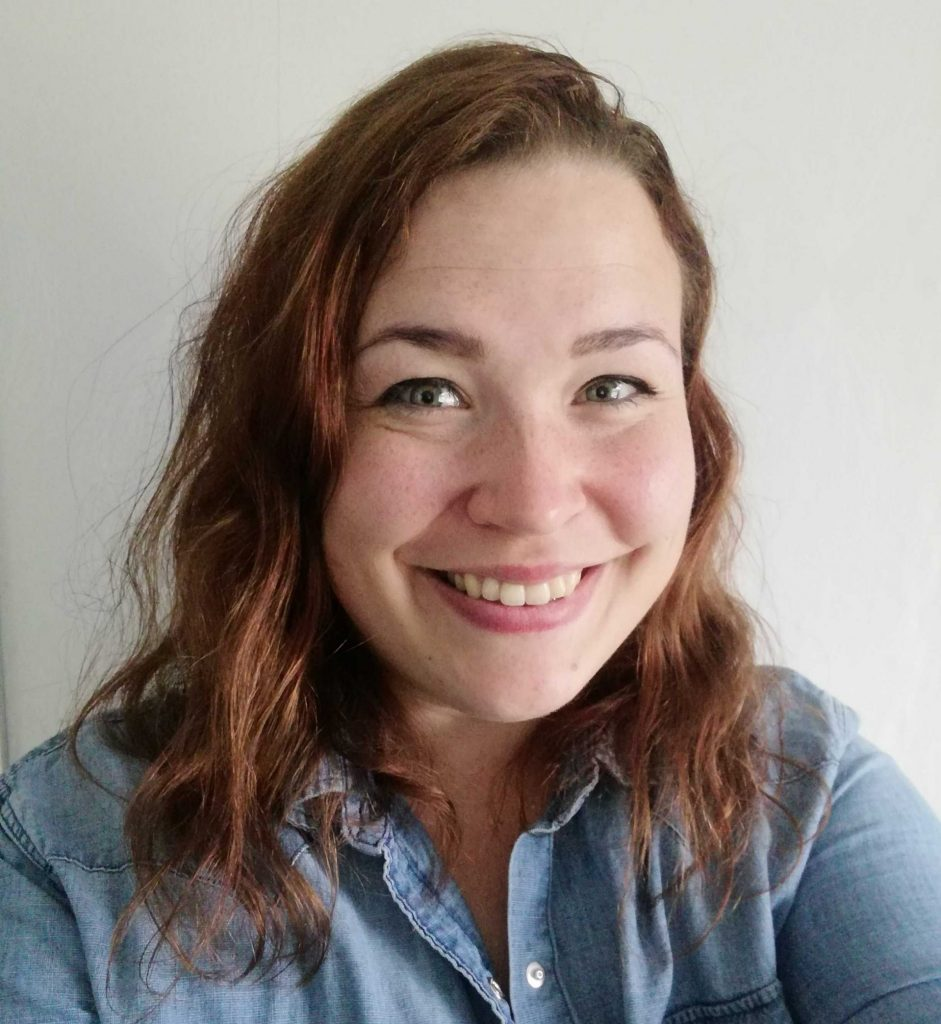 Kuvassa hymyilevä Katariina Varjonen